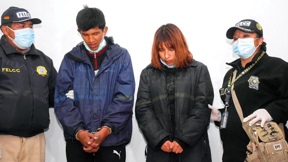Álvaro Roberto S.P. y Luz Maya Rubí P.H. son presentados como presuntos autores del asesinato de Anakin.       APG