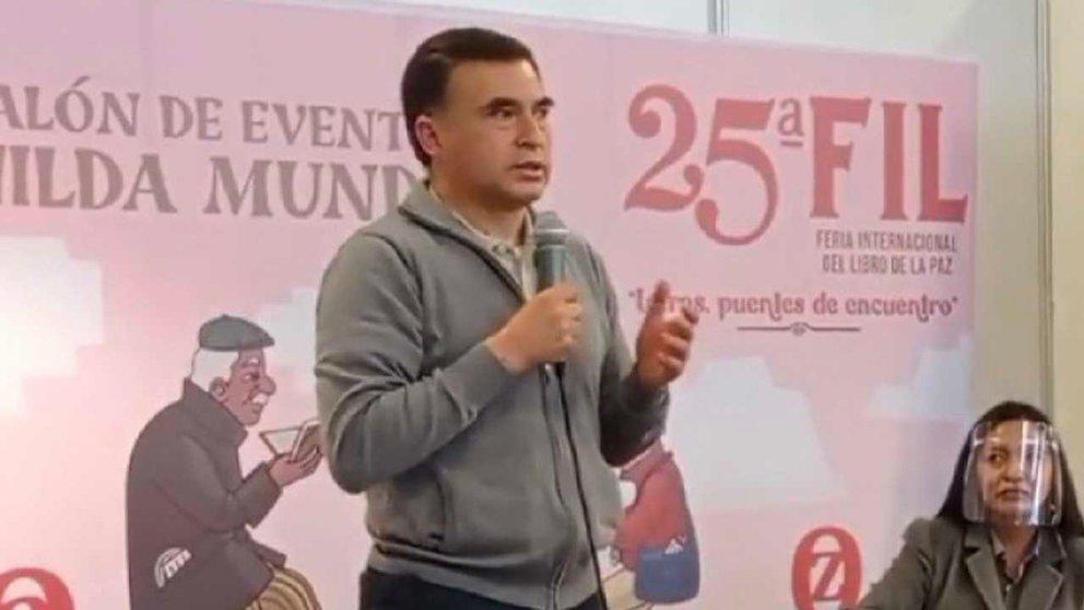 El exministro de la Presidencia en la FIL de La Paz. Brújula Digital
