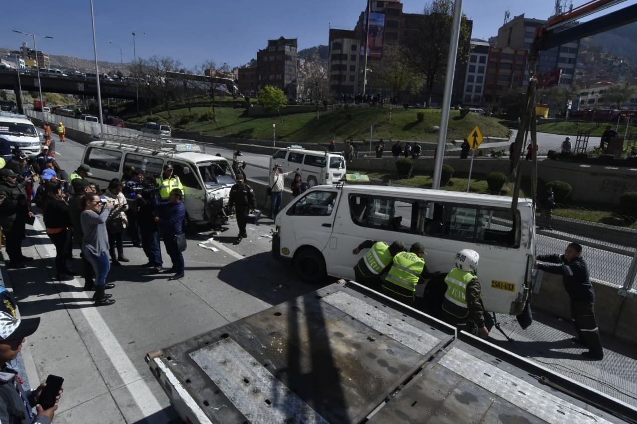 Triple colisión en la autopista La Paz-El Alto deja cuatro heridos -  Policiales - Opinión Bolivia