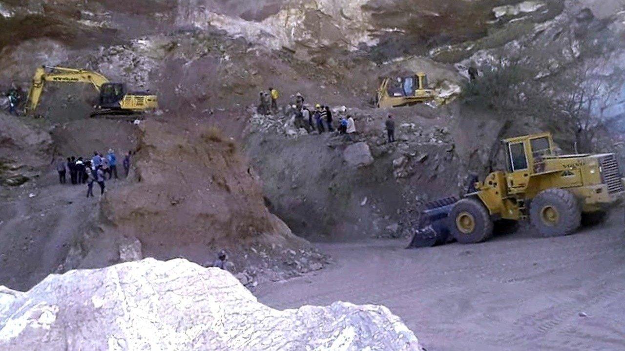 30 toneladas de roca sepultan a mineros en Capinota - Opinión Bolivia
