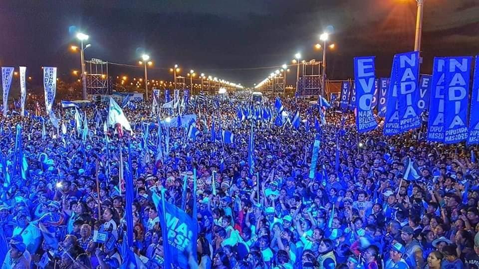 Miles de personas participan del cierre de campaña del MAS en Santa Cruz.