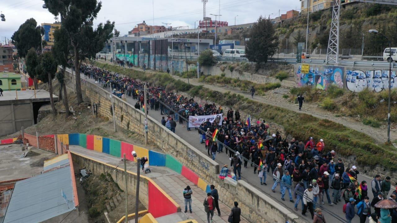 Sectores sociales marchan rumbo al centro de La Paz en respaldo a Evo - Opinión Bolivia