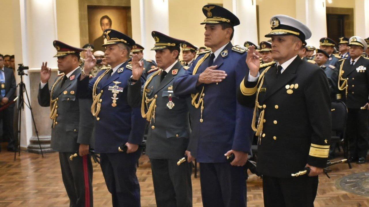 Áñez cambió la cúpula militar y tomó juramento a los nuevos jefes