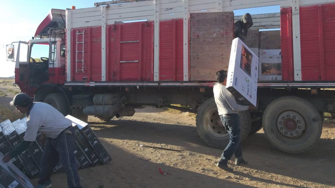 Aduana y Policía de Oruro comisan 118 televisores de contrabando en zona  Los Pinos - Policiales - Opinión Bolivia