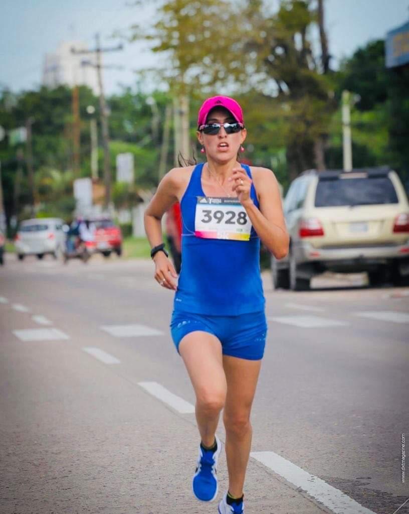 La atleta cochabambina en una competencia de calle.