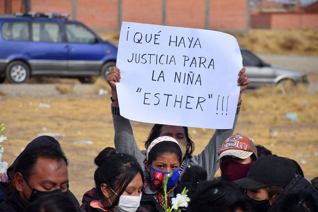 Vecinos piden justicia por el asesinato de la niña de nueve años. FOTO: APG