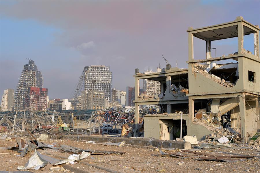 Una gran explosión asola Beirut con decenas de muertos y miles de ...