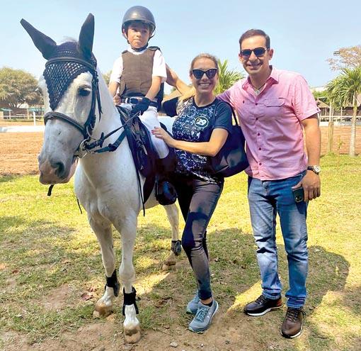 Grisel Quiroga, Ronico Cuellar y su hijo Lucas.