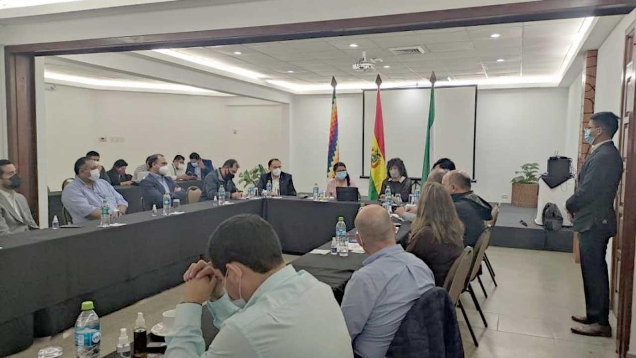 Copa y Cainco se alían para la reactivación de la economía - El País -  Opinión Bolivia