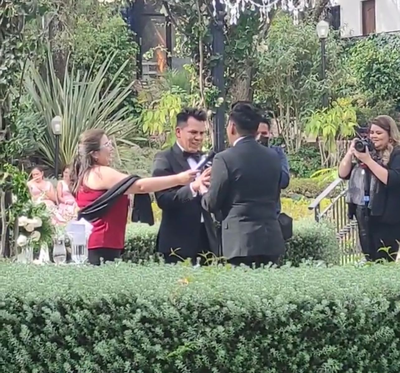 Rodrigo y Norman, dos reconocidos estilistas, se dan el sí y se casan de civil